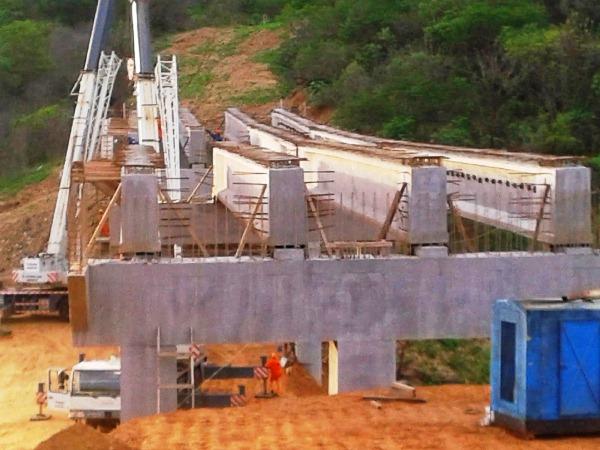 Pontes já estão sendo construídas.
