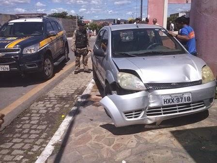 Veículo subiu a calçada (Centro Artesanato) e atropelou idosa. Foto: J. Júnior
