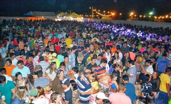 Pessoas de toda a região prestigiaram o evento. (Foto: Dedé Gabriel).
