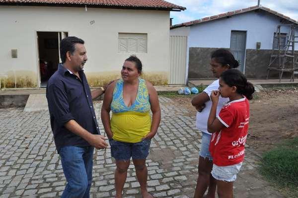 Quase todos os dias Januncio visita bairros e conversa com populares sobre as principais necessidades da cidade.