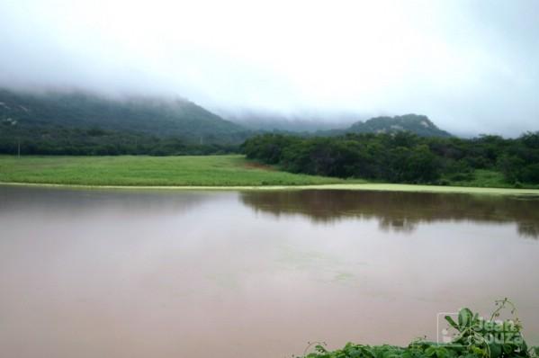 Reservatório que estava seco há dois anos, hoje cheio. Entre São Vicente e Florânia.