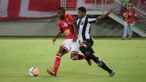Walber faz gol da vitória aos 48 minutos do segundo tempo. (Foto: Fabiano de Oliveira).