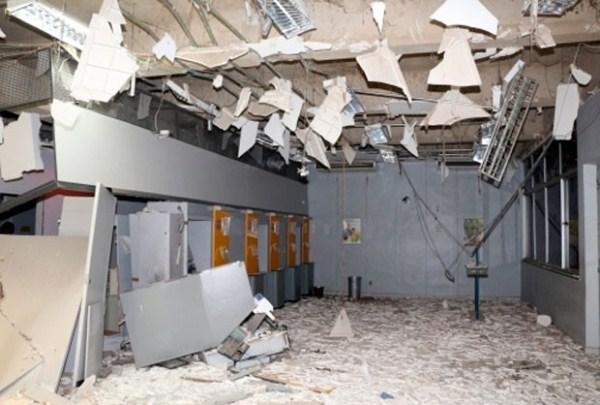 A agência ficou totalmente destruida com a explosão.