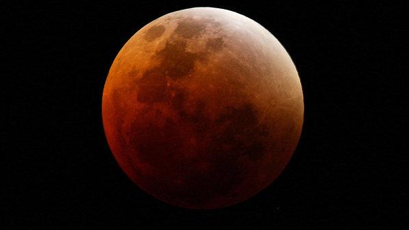 O fenômeno acontecerá na madrugada de terça-feira, 15 de abril, a partir da 1h53