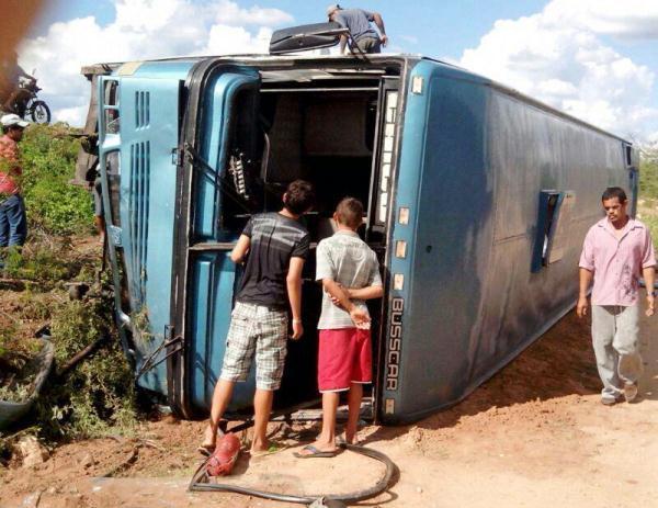 Pelo menos 20 passageiros estavam no ônibus.