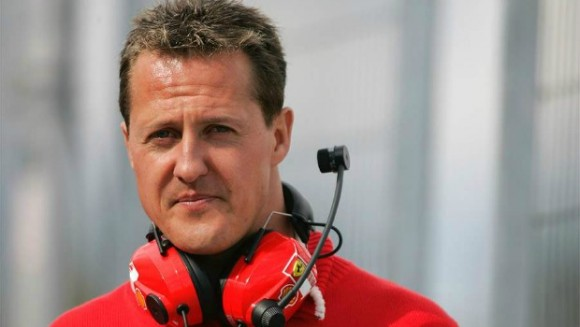 Michael Schumacher luta pela vida após grave acidente sofrido quando esquiava.