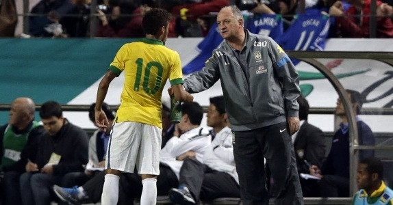 O jogador será poupado por Felipão para evitar maiores prejuízos a seleção em jogos decisivos.