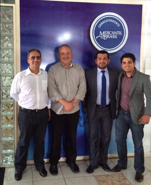 O empresário Francisco Carvalho junto ao Diretor Comercial do Banco Mercantil do Brasil Jane César, o Diretor-Presidente da MG Crédito Marcos Fredson e o Superintendente Comercial da MG Crédito André Medeiros.