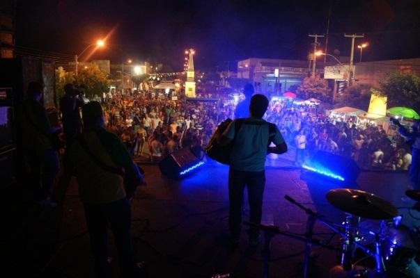 A banda Só o Mii agitou a noite de quinta (19) no Forronovos.