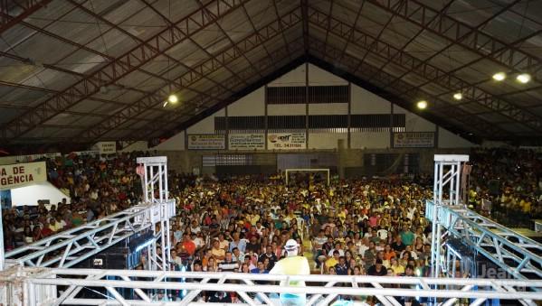 1.400 pessoas prestigiaram o show do humorista.