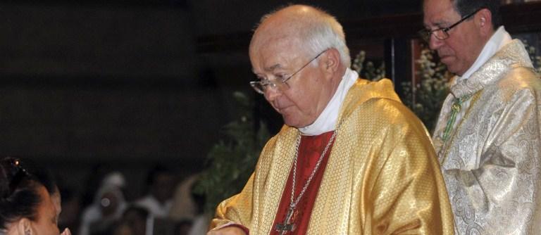 Arcebispo polonês é expulso do sacerdócio.