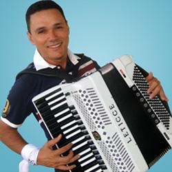 Pronto para as eleições 2014, o músico Amazan está no páreo por uma cadeira no Legislativo.