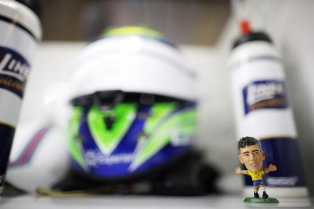 De volta ao GP com o pé direito, Felipe Massa se classificou na pole position e diz que amuleto foi Neymar.