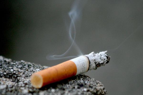 O uso excessivo do cigarro continua vitimando milhares de pessoas no mundo.