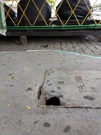 Cratera em instalação da Telemar, na calçada da Av. Coronel José Bezerra, causa temor e revolta da população.