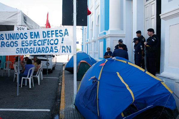 Guardas devem retornar imediatamente ao trabalho. TJRN não decidiu sobre greve da saúde.