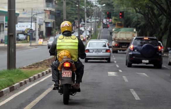 Projeto de Lei 2865/2011 garante adicional de insalubridade de 30% sobre o valor do salário dos mototaxistas.