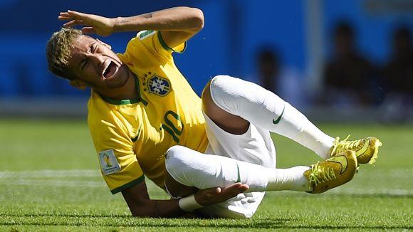 O craque Neymar está sentindo forte incômodo na coxa após embate/partida com o time do Chile.
