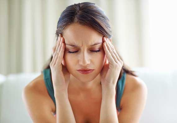Mulheres com enxaqueca têm mais probabilidade de apresentar suas crises alguns dias antes e durante a menstruação.