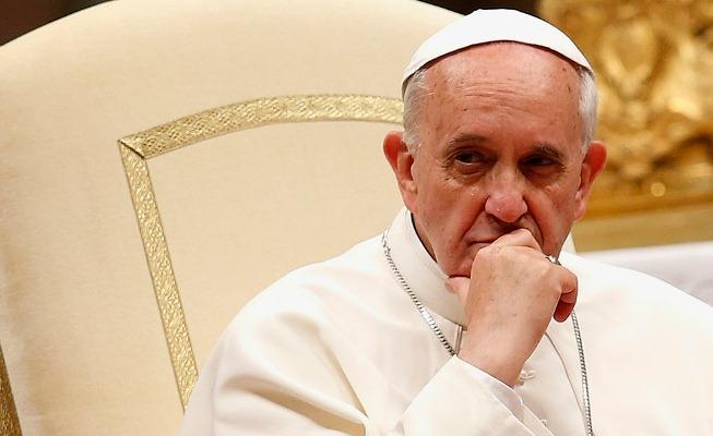 Papa Francisco desaprova legalização de qualquer tipo de droga e diz ser um flagelo de dimensões impressionantes.