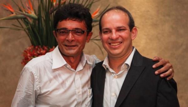 Ex-garçom, Raimundo Dantas (à dir.) ao lado do sócio e cunhado Roberto Farias.