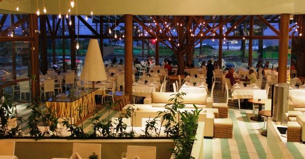 o terceiro restaurante, inaugurado em 2013 na praia de Boa Viagem, tem espaço para 350 pessoas e é especializado também em frutos do mar.