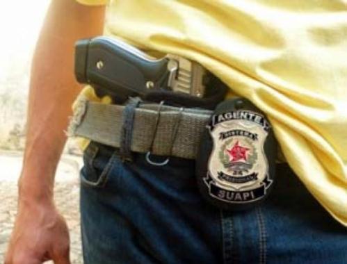 Permito o porte de arma para agentes e guardas prisionais.