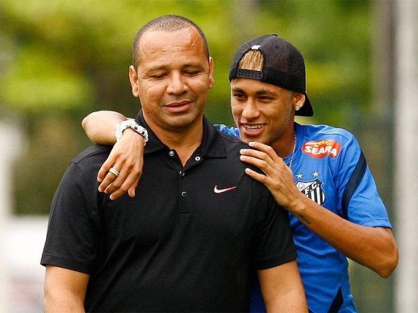 Pai de Neymar alega informações erradas e pede multa.