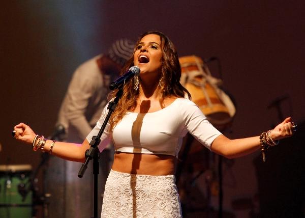 """Show intitulado """"Patuá"""", de Camila Masiso, acontece dentro da programação da Festa de Sant'Ana de Currais Novos (Foto: Moraes Neto)."""