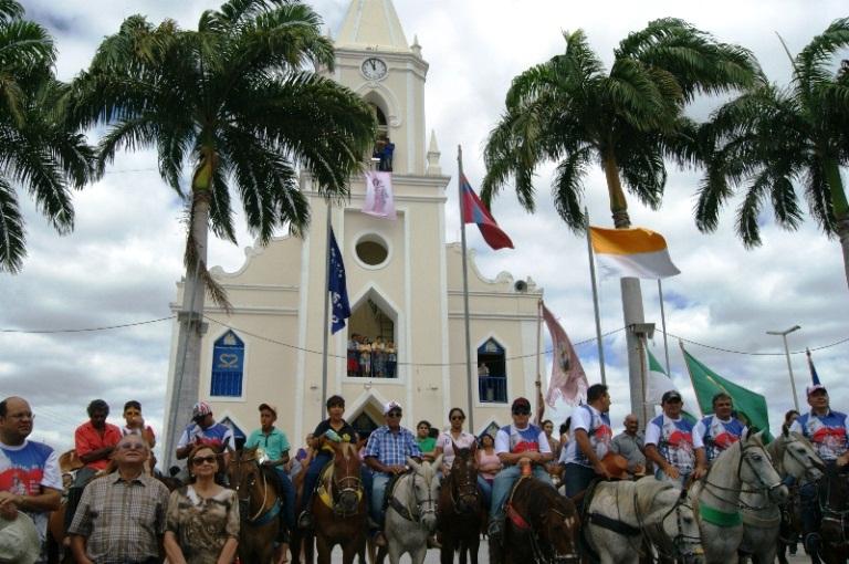 15ª Cavalgada de Sant'Ana reuniu milhares de pessoas nesta sexta (18) em Currais Novos