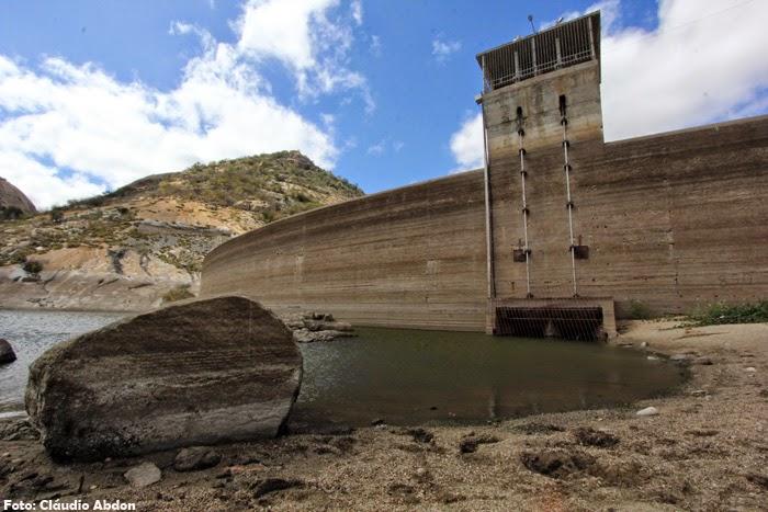 O reservatório só tem água para abastecer Currais Novos e Acari por mais cinco meses.