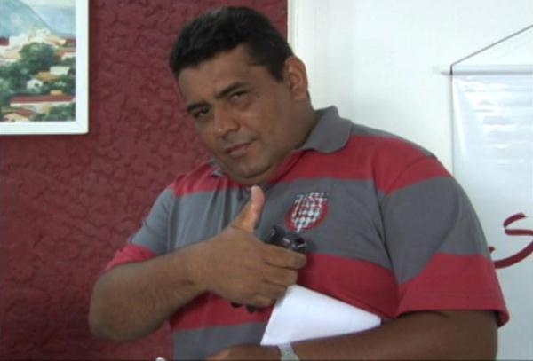 Segundo informações do blogueiro  Cleto Filho, o corpo de Isaac saiu de Natal às 19:20.