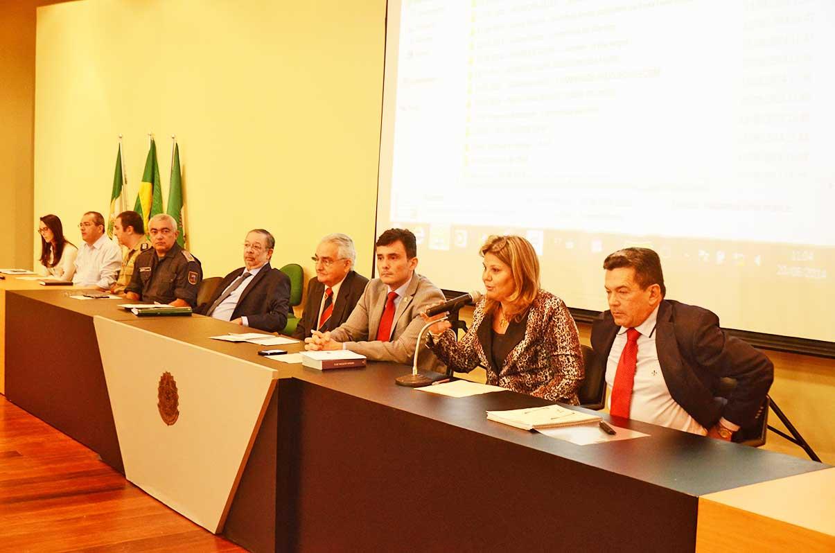 Reunião no TRE com policias militar e federal, o Ministério Público Eleitoral e juízes da propaganda durante a campanha. (Foto: José Aldenir).