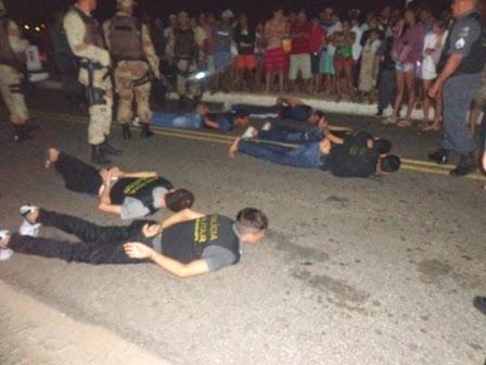 Bandidos detidos após uma negociação com a polícia que durou 4 horas.