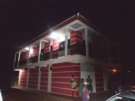 Os bandidos invadiram essa residência e fizeram refém toda uma família por 4 horas.
