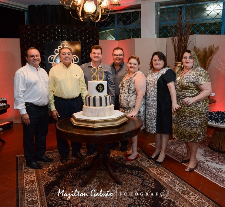 Seu Manoel Venâncio reuniu a família para comemorar 80 anos de vida.