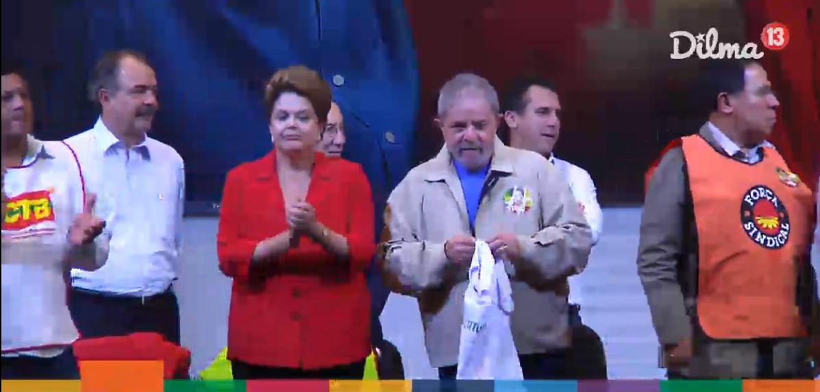 Durante comício na noite desta quinta (07), Lula protesta contra TV Globo