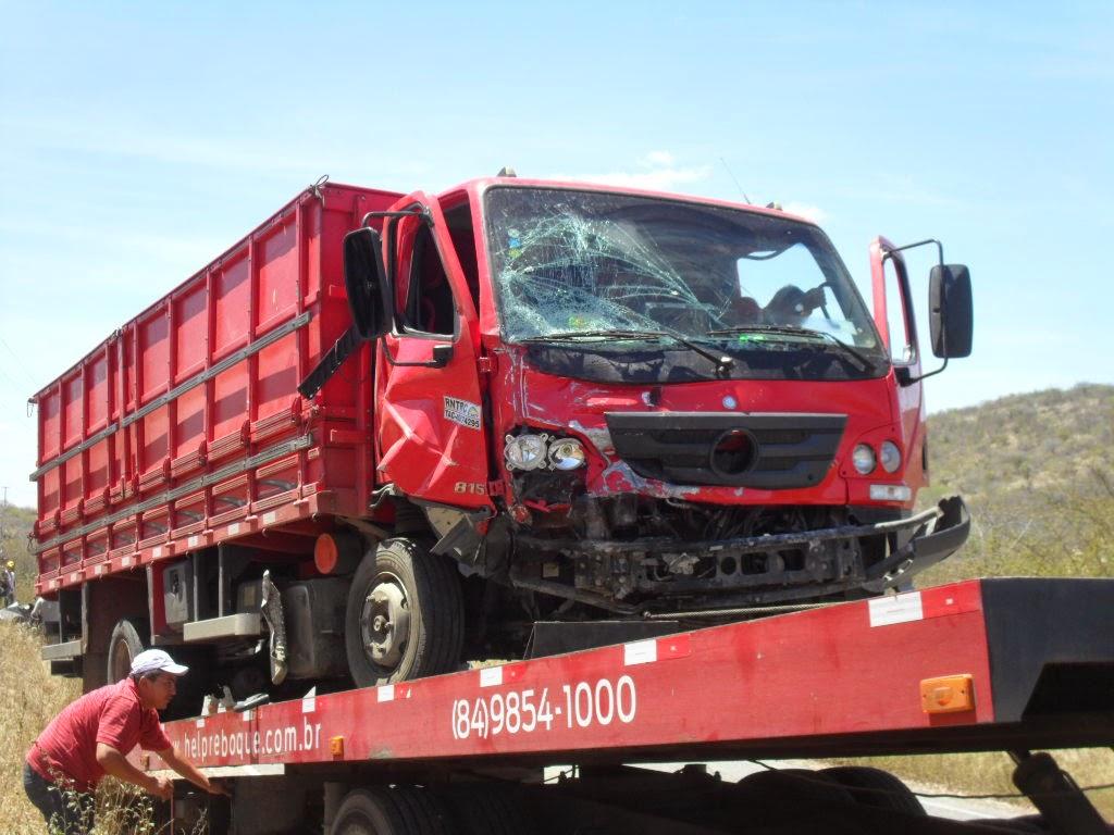 O caminhão é de Carnaúba dos Dantas, o motorista se evadiu do local.