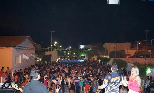 A festa contou com o show de Guilherme Dantas e reuniu pessoas de toda a região.
