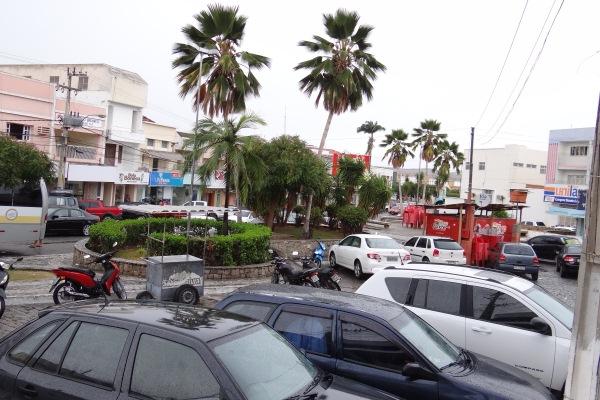 Praça do Girassol, cartão postal ainda mais bonito com a chuva fina.