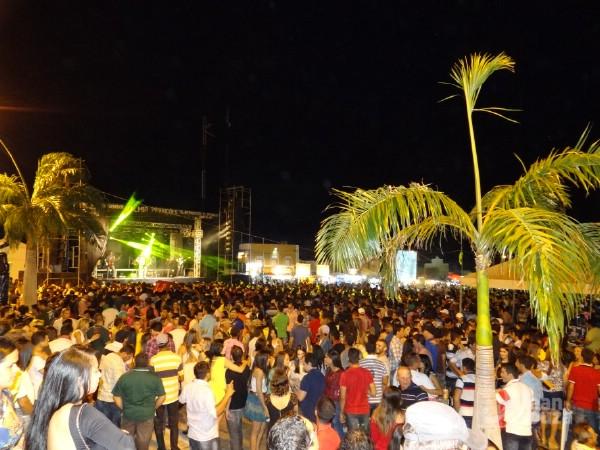 Uma multidão prestigiou a primeira noite de pavilhão.