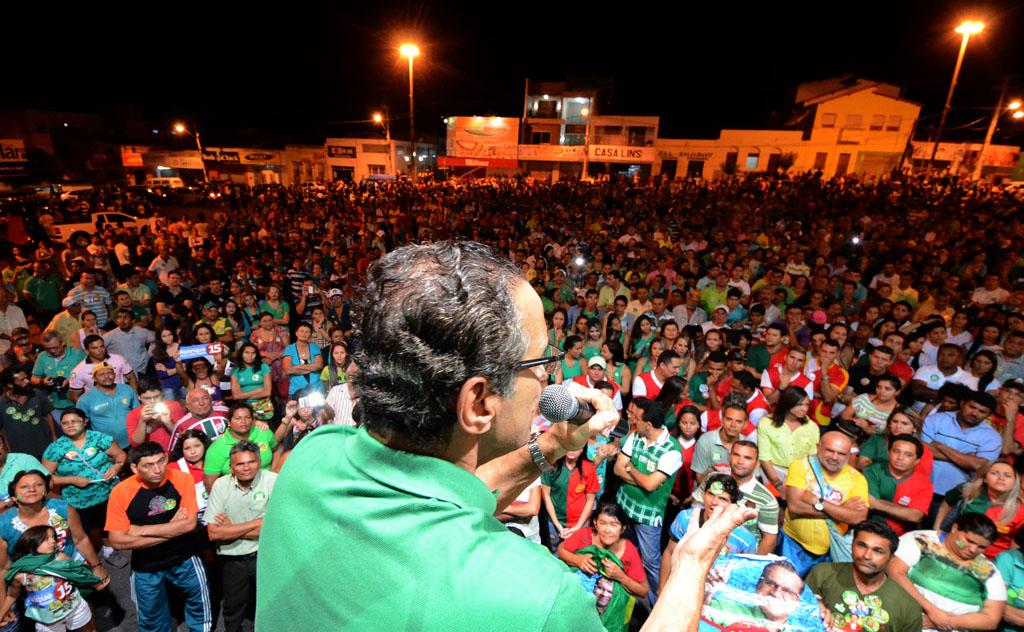 No Trairi, Henrique reuniu multidão e lideranças regionais.