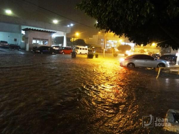 Rua Presidente Kennedy inundada.