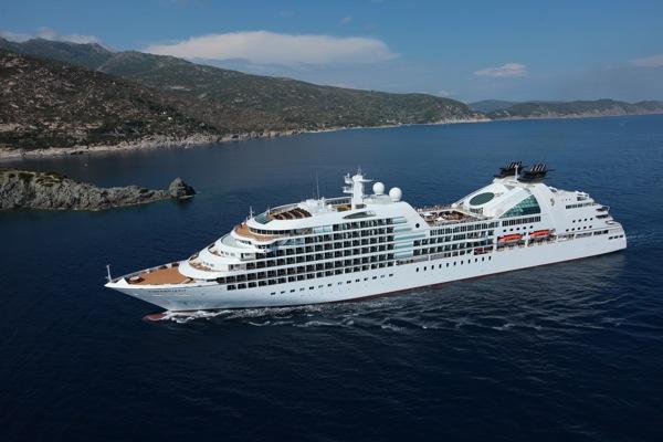 O SEABOURN Quest transporta cerca de 450 passageiros.