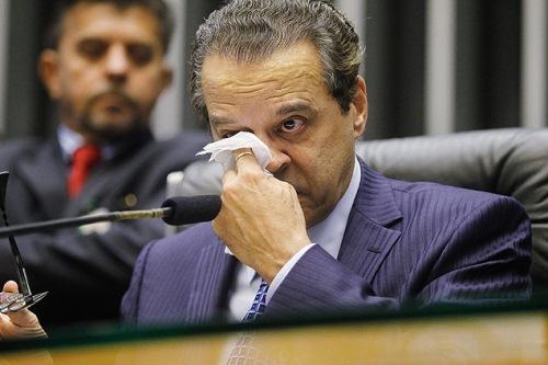 Henrique chorou ao se despedir da casa após 44 anos de mandato.