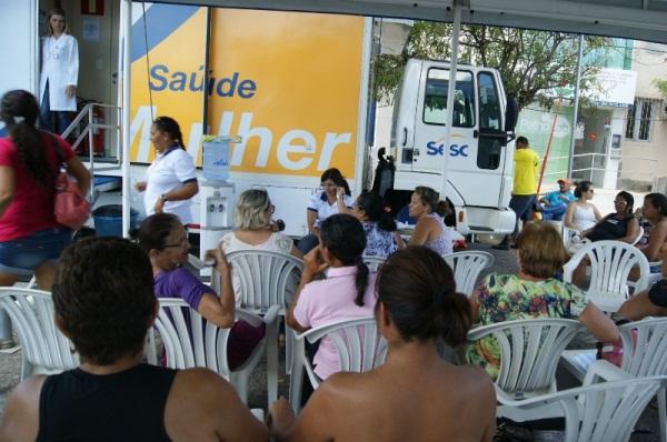 """A Carreta """"Saúde Mulher"""" está instalada no Largo do Tungstênio Hotel."""