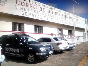 Mandados de busca também foram cumpridos na Diretoria de Engenharia e Operações do Corpo de Bombeiros  (Foto: Inter TV Cabugi).