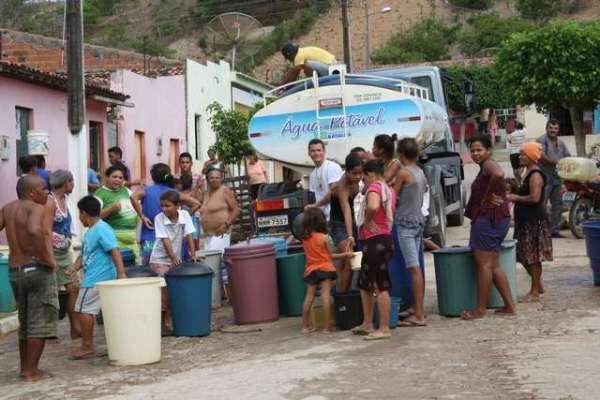 525 carros pipa realizam o trabalho de abastecimento distribuídas em 116 municípios.
