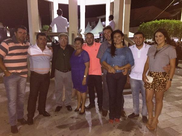 Família Óticas Mirna festejando em Picui/PB os 30 anos da empresa.