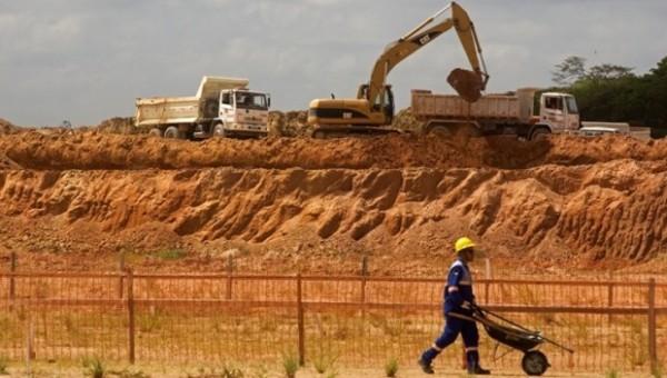 Demissões em massa estão acontecendo na Refinaria Abreu e Lima, em Pernambuco.